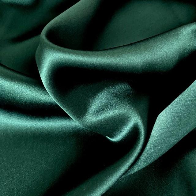 100 % Seide Tannengrün super leicht und weich fliessend