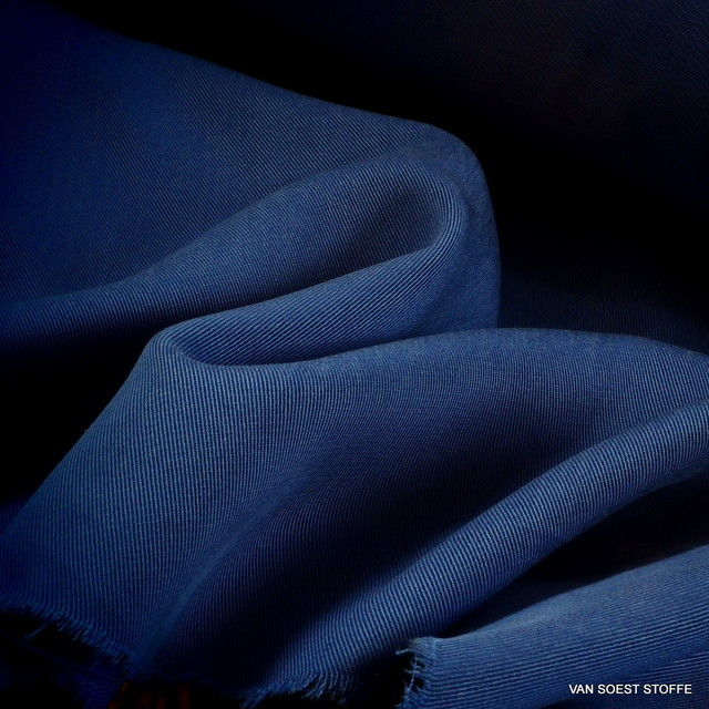 100 % TENCEL® schwerer 3/1 Soft Gabardine in Blau-Violett