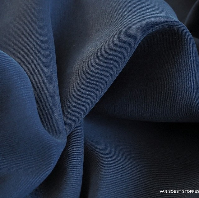 100% Tencel™ Mittelschwerer Twill in Navy