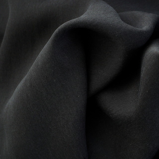 100% TENCEL™ soft Gabardine in Schwarz