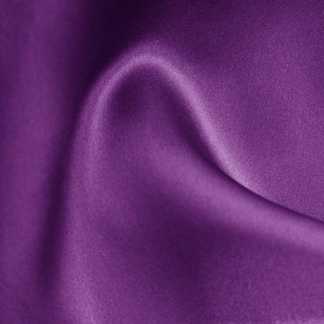 100% Seide Farbe lila mit erhöhtem Stand