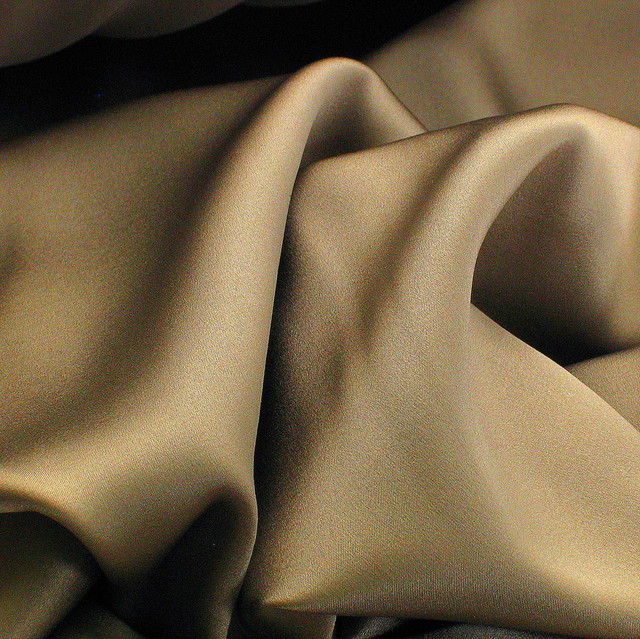 100% Stretch Satin Stoff - Stretch Seiden Satin in CAMEL - GOLD