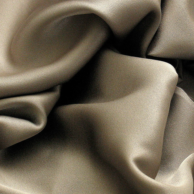 100% Stretch Satin Stoff - Stretch Seiden Satin in PLATIN - GRAY