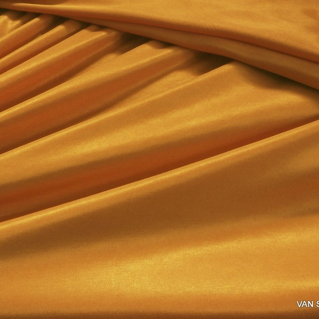 50% TENCEL™ - 50% ROLVA® Hi-Stretch Satin in tollem ORANGE   Ansicht: TENCEL® - ROLVA® Hi-Stretch Crepe Satin in Orange