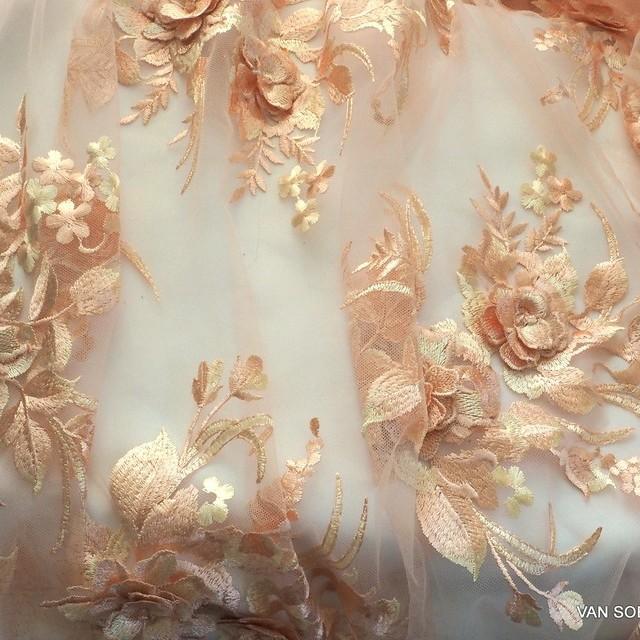 3D Blumenbouquets & Stickerei auf Tüll Farbe Aprikose-Beige | Ansicht: 3D Blumenbouquets & Stickerei auf Tüll Farbe Aprikose-Beige