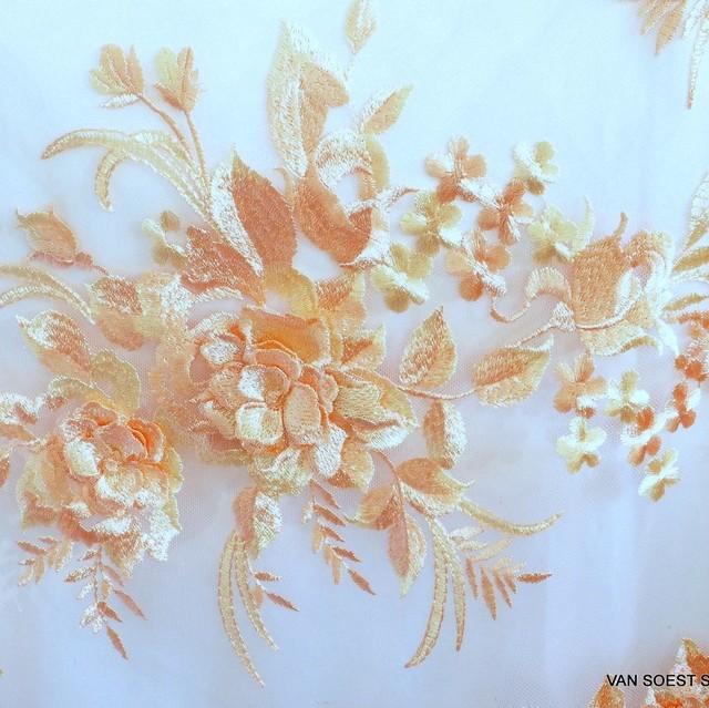 3D Blumenbouquets & Stickerei auf Tüll Farbe Aprikose-Beige | Ansicht: 2070 - 3D Blumenbouquets & Stickerei auf Tüll Farbe Aprikose-Beige