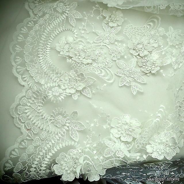 3D Spitze mit Blumenbordüre + 2 Bogenkanten in off-white