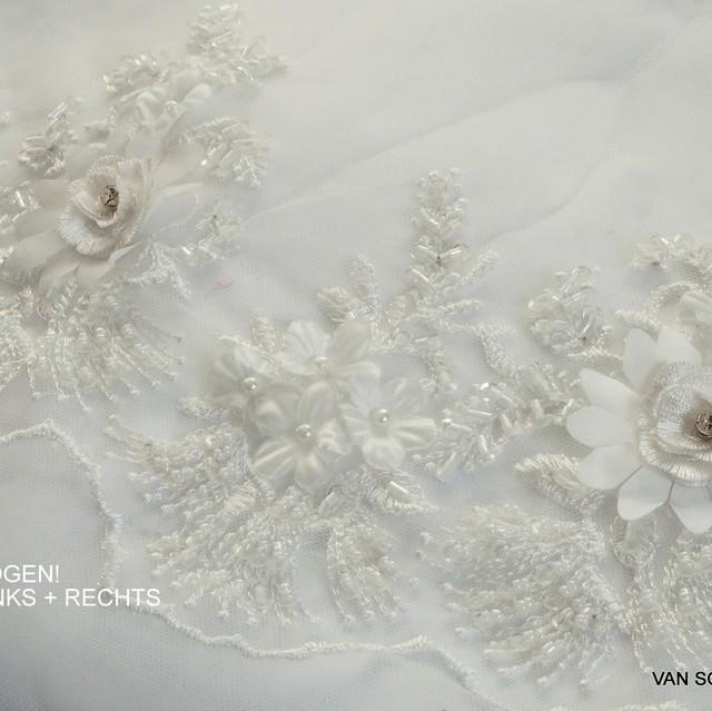 3D-Spitze mit Straß - Stäbchen - Perlen und mini Pailletten in Weiß | Ansicht: 3D-Spitze mit Straß - Stäbchen - Perlen und mini Pailletten in Weiß
