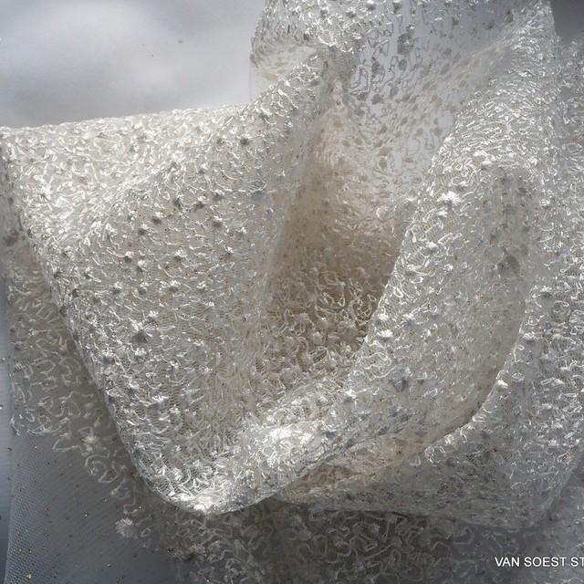 Allover mikro Blümchen auf Stretch Glitter Tüll in Off-White   Ansicht: Allover mikro Blümchen auf Stretch Glitter Tüll in Off-White