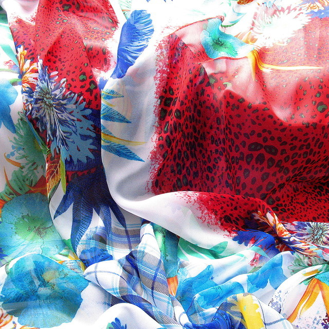 Aqua Flower Sommer Druck auf Chiffon in Rot - Blau