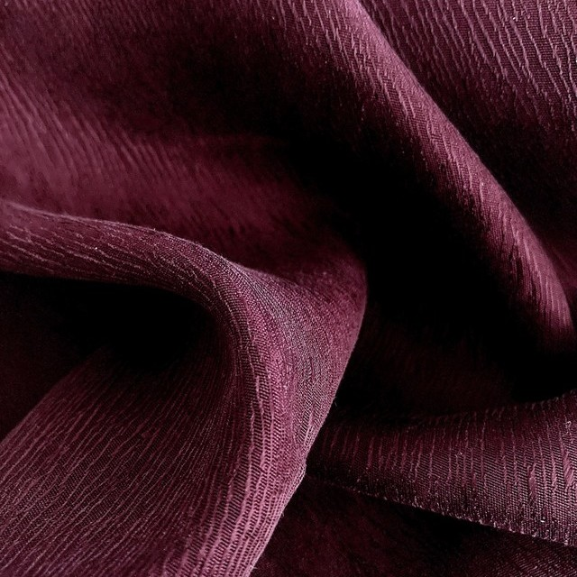 Baumrinden Crepe-Satin in TENCEL™/Cupro in Burgund