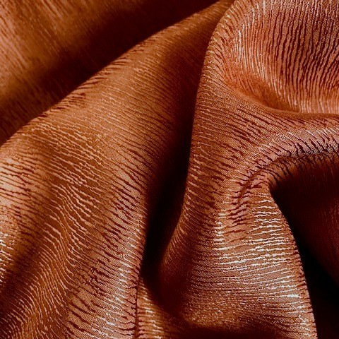 Baumrinden Crepe-Satin in TENCEL™/Cupro in Rost Braun | Ansicht: Baumrinden Crepe-Satin in TENCEL™/Cupro in Rost Braun