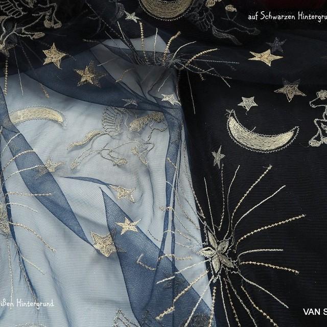 Bestickte Gold / Silber Mond - Sternen + Figuren auf schwarzen Tüll | Ansicht: Bestickte Gold / Silber Sternen + Figuren auf schwarzen Tüll