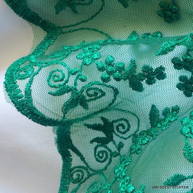 Blümchen Spitze Ton in Ton auf grünem Tüll