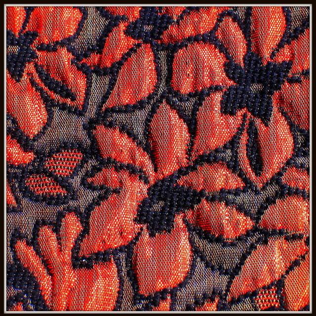 Blumen Chiné in Rot Schwarz | Ansicht: Gold Brokat in Rot-Schwarz