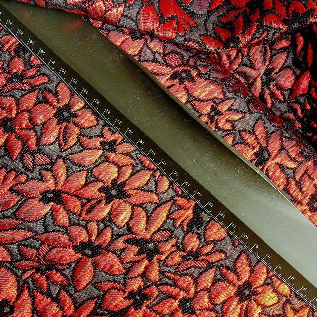Blumen Chiné in Rot Schwarz | Ansicht: Blumen Brokat in Rot-Schwarz