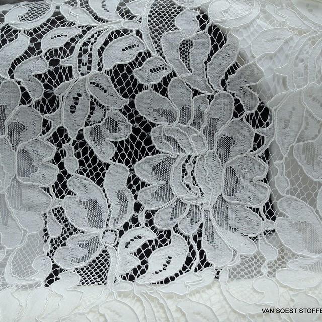 Flower Cord lace in Off-White as panel