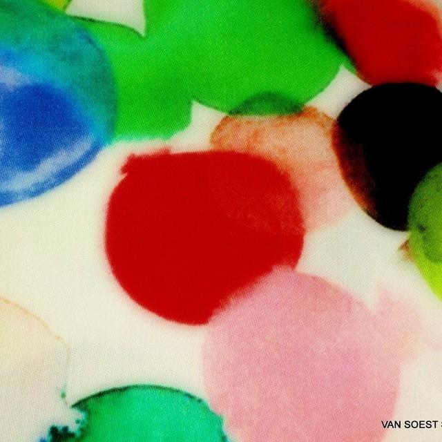 Burda style Italienischer Fabio multi color Print auf superweichen Viskose Satin Stoff. | Ansicht: Burda style Italienischer Fabio multi color Print auf superweichen Viskose Satin Stoff.
