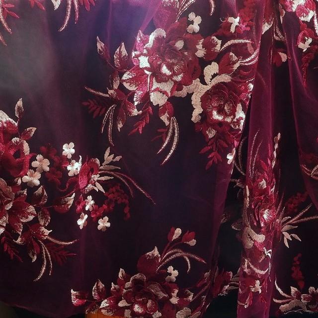 Burgund-Rosé 3-D Blätter-Blumen Komposition mit 2 Bogen. | Ansicht: Rosé - Burgund 3-D Blätter-Blumen Komposition mit 2 Bogen.