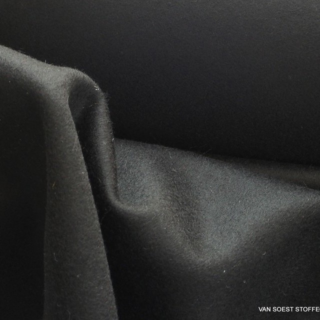 Cashmere wool in deep black   View: Cashmere wool in deep black