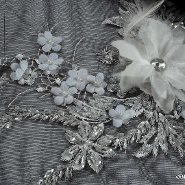 Couture 3D-Spitze mit Federn - Mini Perlen und Silber Fäden