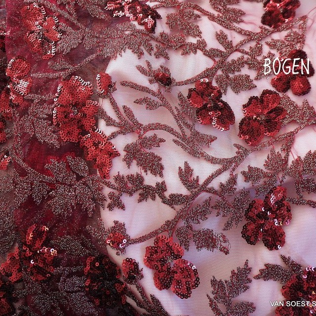 Couture Blumen Spitze mit Ton in Ton mini Pailletten in Weinrot | Ansicht: Couture Blumen Spitze mit Ton in Ton mini Pailletten in Weinrot