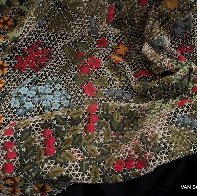 Couture Bordüre auf Netz Gewebe | Ansicht: Couture Bordüre auf Netz Gewebe