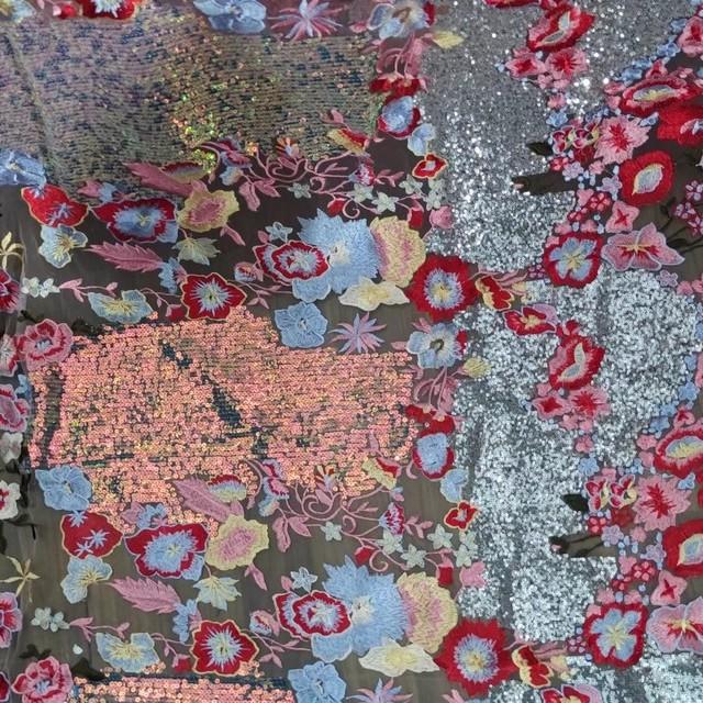 Couture Designer Blumen Pailletten Stickerei in Rosé-Rot - Silber - Bleu | Ansicht: Couture Designer Blumen Pailletten Stickerei in Rosé -Rot - Silber - Bleu