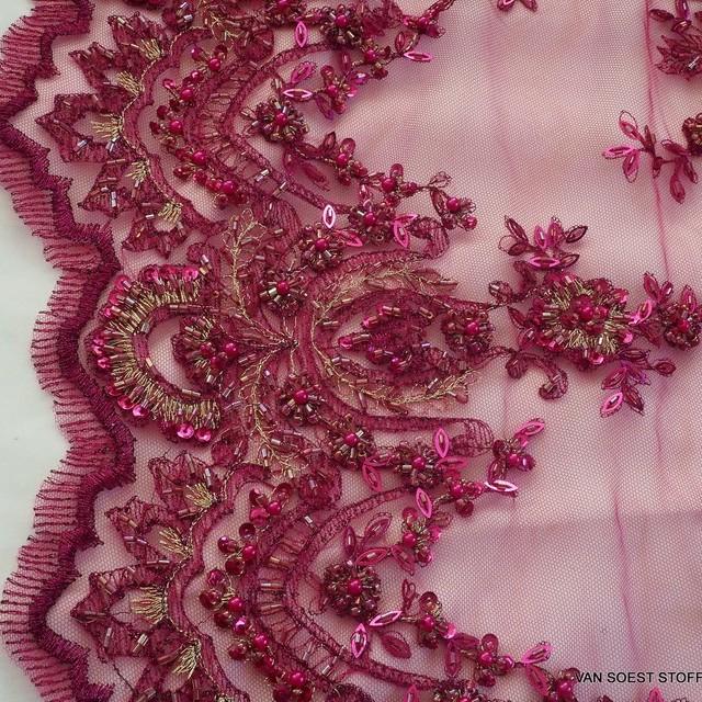 Couture Perlen-Straß und Pailletten Stickerei auf Ton in Ton Tüll in Burgund