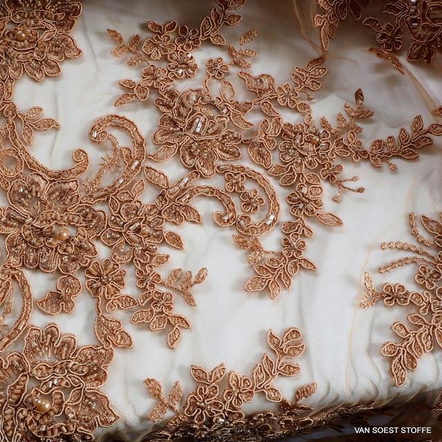 Couture Perlen und Stäbchen Stickerei in Nougat | Ansicht: Couture Perlen und Stäbchen Stickerei in Nougat