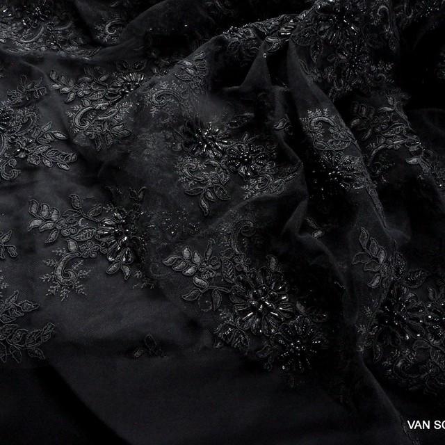 Couture Perlen und Stäbchen bestickter Spitzenstoff in Schwarz | Ansicht: Couture Perlen und Stäbchen bestickter Spitzenstoff in Schwarz