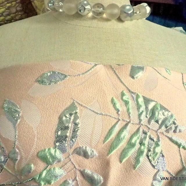 Couture Silber - Pistaziengrüner 3 D Blätter Jacquard | Ansicht: Couture Silber - Pistaziengrüner 3 D Blätter Jacquard