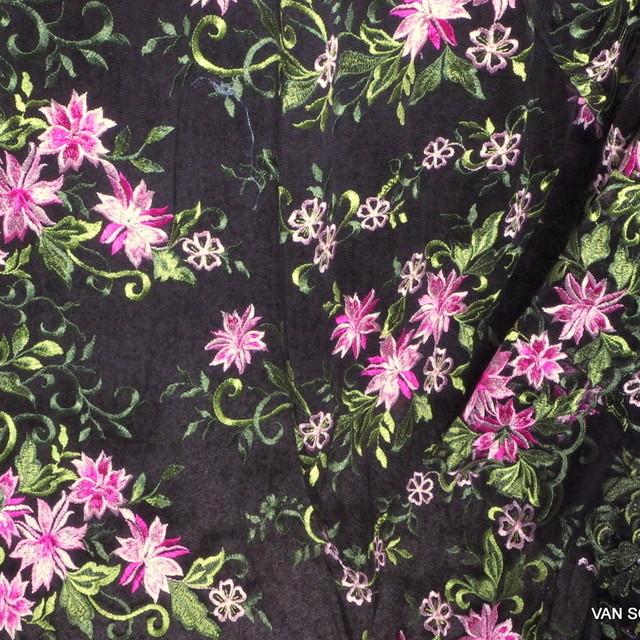 Dirndl Stickerei in Olive-Pink auf schwarzen soft Tüll | Ansicht: Dirndl Stickerei in Olive-Pink auf schwarzen soft Tüll