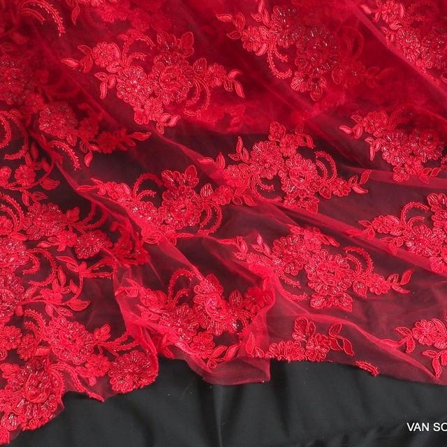 Doppel Bogen Couture mit Perlen + Straß Allover in Ton in Ton Scharlach Rot.   Ansicht: Doppel Bogen Couture mit Perlen + Straß Allover in Ton in Ton Scharlach Rot.