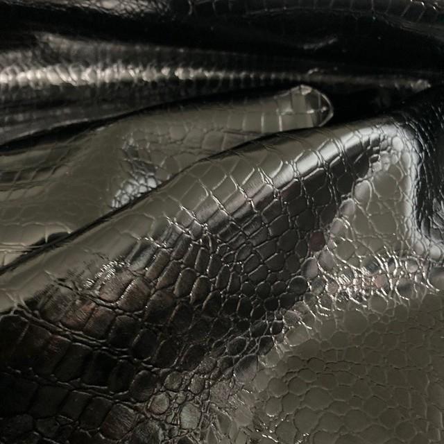 Exklusives Schlangenlackleder Imitat in Schwarz - Abseite Jeans Anthrazit   Ansicht: Exklusives Schlangenlackleder Imitat in Schwarz - Abseite Jeans Anthrazit