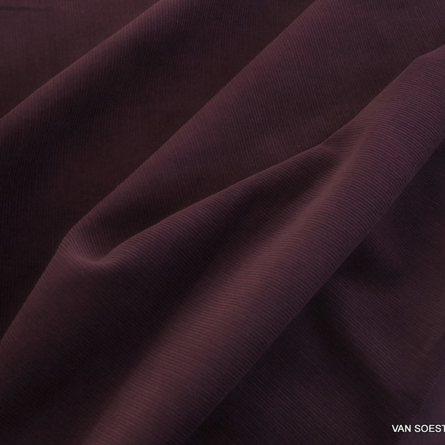 Fine corduroy in dark plum | View: Fine corduroy in dark plum