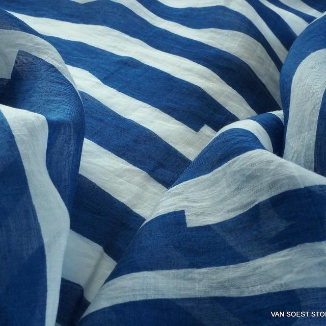Feiner Tencel™ Kimono Long Shirt Stoff in Blau gestreift | Ansicht: Feiner Tencel™ Kimono Long Shirt Stoff in Blau gestreift