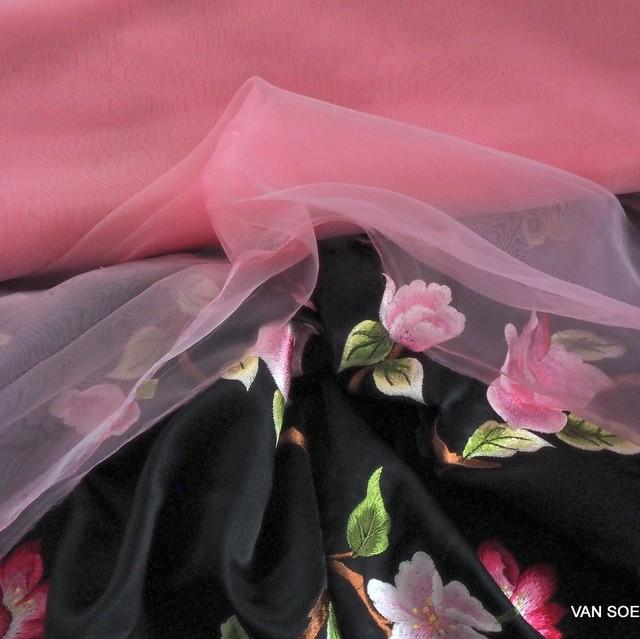 Fester Organza in hellem Pink