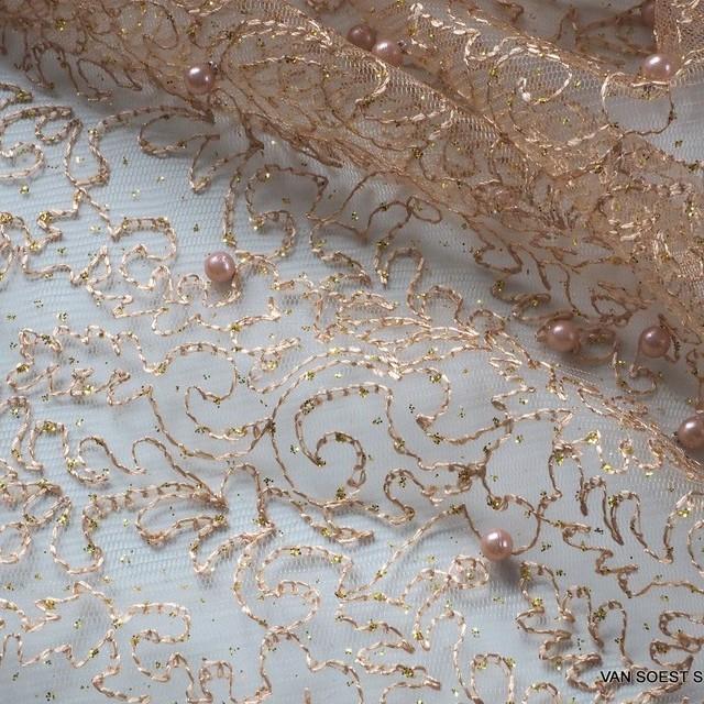 Gold Glitterstickerei mit Perlen auf Goldfarbigen Tüll | Ansicht: Ton in Ton Gold Glitterstickerei mit Perlen auf Goldfarbigen Tüll