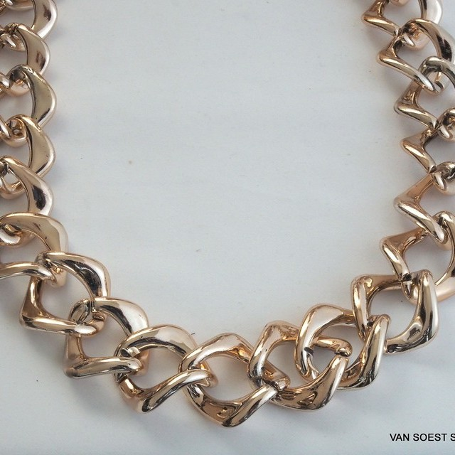 Gold chain in 3 cm.