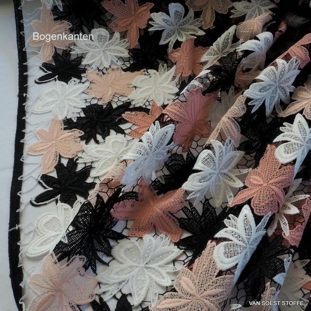 Guipure 3 D Spitze in 4-farbigen Blumen auf grobem schwarzen Netz | Ansicht: Guipure 3 D Spitze in 4-farbigen Blumen auf grobem schwarzen Netz