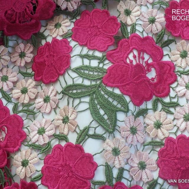 Guipure Blumen und Blätter Spitze in dreifarbiges Pink-Haut-Grün | Ansicht: Guipure Blumen und Blätter Spitze in dreifarbiges Pink-Haut-Grün