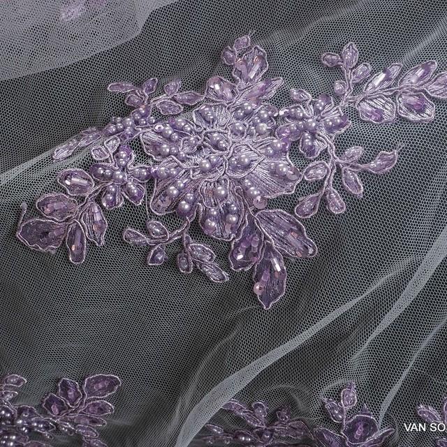 Schwere Lila 3D Spitze mit Lila Perlen Stäbchen und lila mini Pailletten | Ansicht: Schwere Lila 3D Spitze mit Lila Perlen Stäbchen und lila mini Pailletten