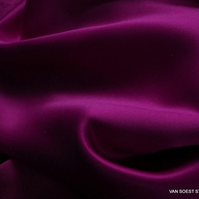 Magenta farbiger Vintage Luxus Satin
