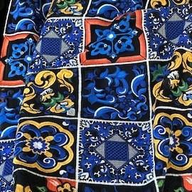 Majolika Muster auf schwarzem Tüll  - einzigartige bunte Kachel Folklore Stickerei | Ansicht: Majolika Muster auf schwarzem Tüll  - einzigartige bunte Kachel Folklore Stickerei