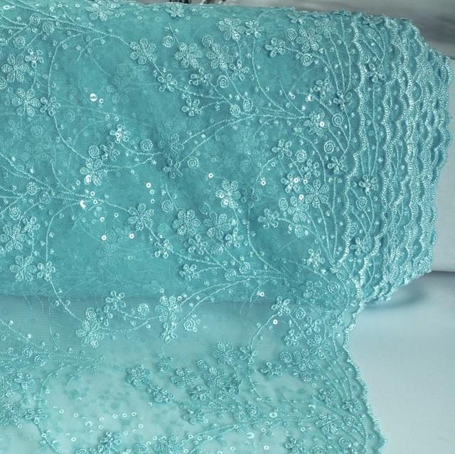 Miniranken und 3D Blümchen inklusive glänzende Minipailletten auf Tüll Hell Bleu Hauch Türkis | Ansicht: Miniranken und 3D Blümchen inklusive glänzende Minipailletten auf Tüll Hell Bleu