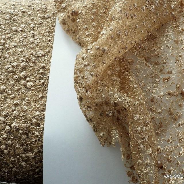 Perlen auf mikro Blümchen Stretch Glitter Tüll in Gold | Ansicht: Perlen auf mikro Blümchen Stretch Glitter Tüll in Gold