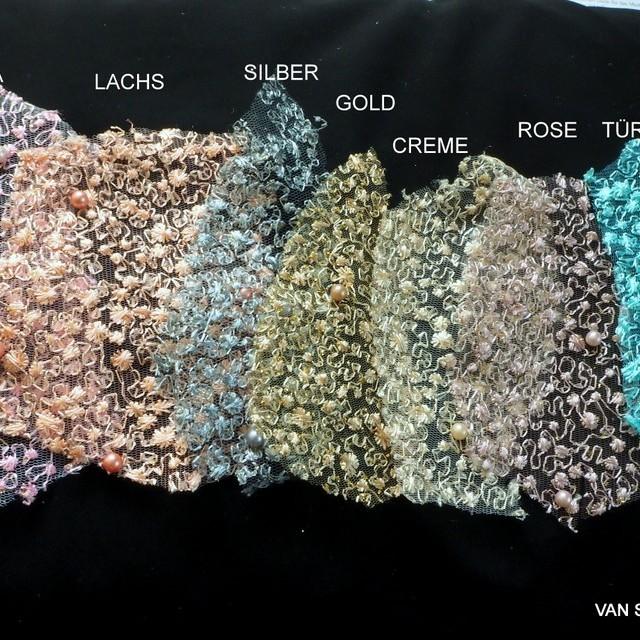 Perlen auf mikro Blümchen Stretch Glitter Tüll in Lachs | Ansicht: Perlen auf mikro Blümchen Stretch Glitter Tüll in Lachs