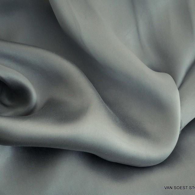 Reine Seide in Farbe Silber | Ansicht: Reine Seide in Farbe Silber