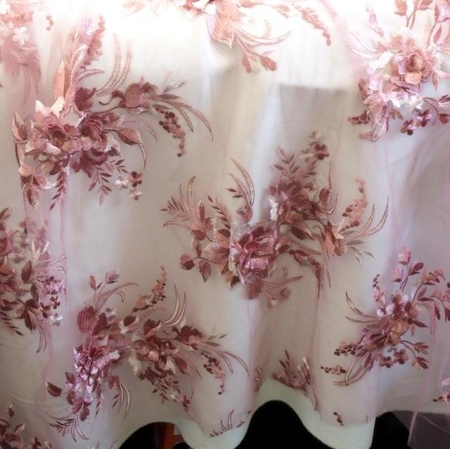 Rosé - Weiße 3-D Blätter-Blumen Komposition mit 2 Bogen.   Ansicht: Rosé - Weiße 3-D Blätter-Blumen Komposition mit 2 Bogen.